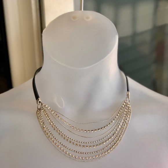 Icing Jewelry - 8-stand chain and rhinestone necklace